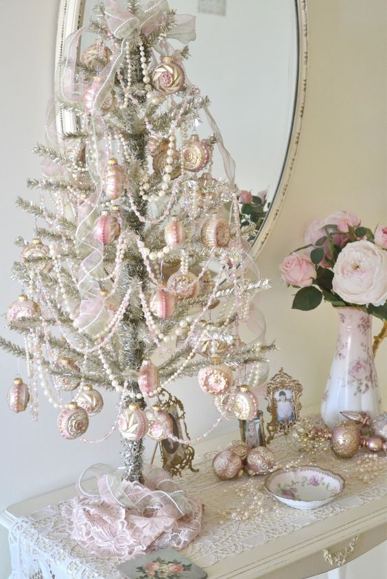 White Simple Shabby Chic Christmas Tree