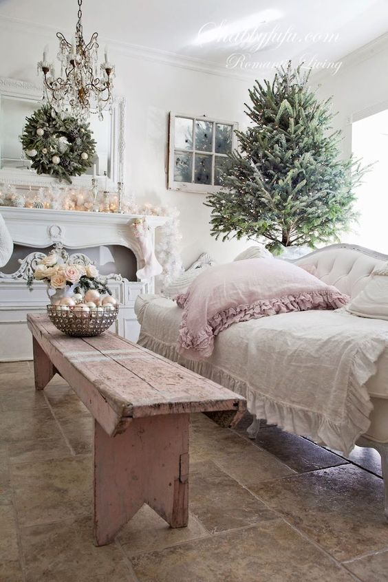 Simple Shabby Chic Christmas Decor