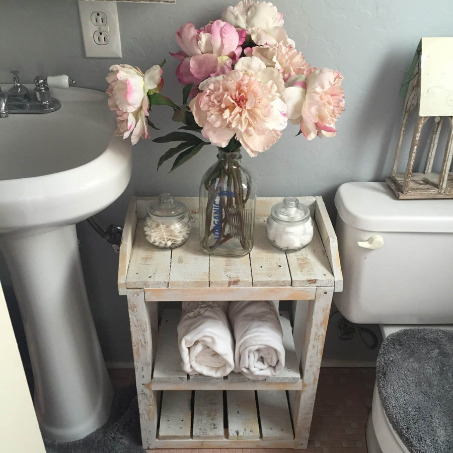 DIY Country Bathroom Table Decor Ideas