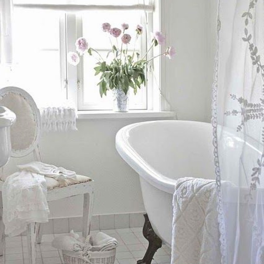 Country Bathroom DIY White Tub Decor Ideas