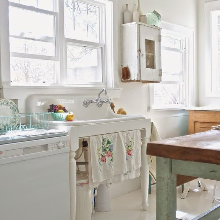 White Shabby Kitchen DIY Decor