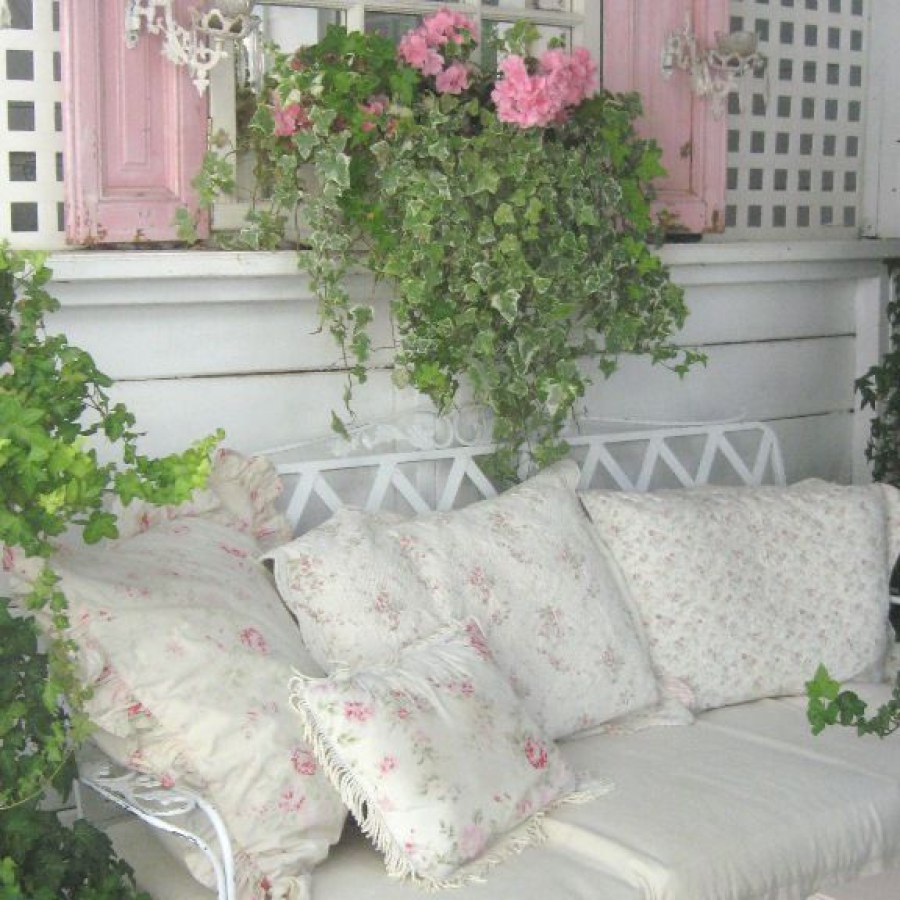 Shabby Chic Outdoor Sofa Decor Ideas