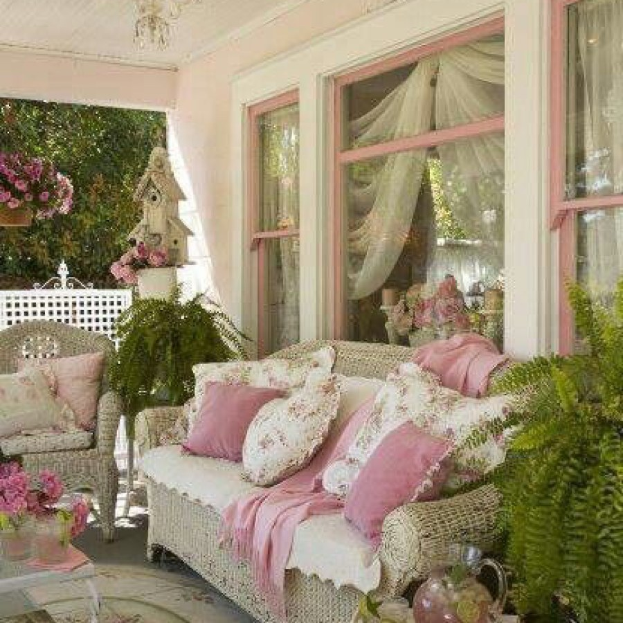 Shabby Chic Outdoor White & Pink Sofa Decor Ideas
