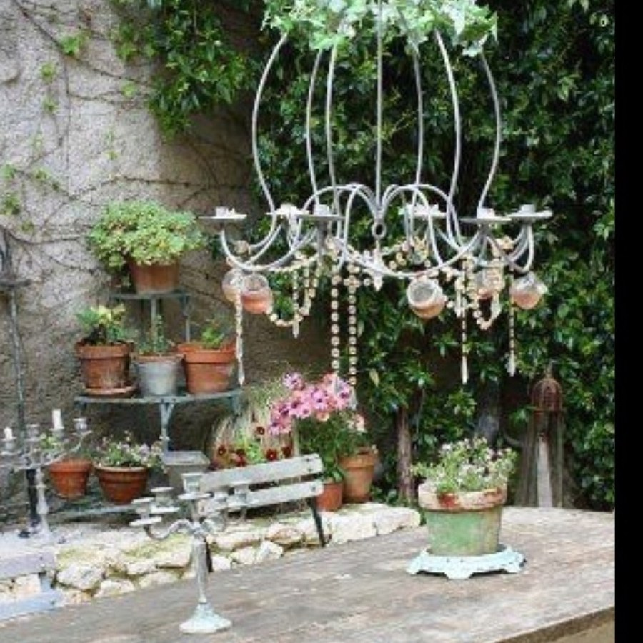 Shabby Chic Outdoor Dining Table Decor Ideas