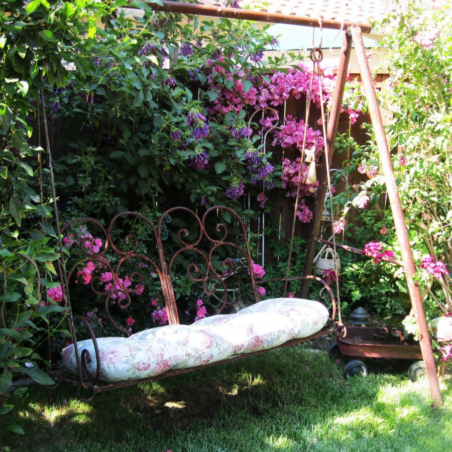 Shabby Chic Outdoor Swing Set Decor Ideas