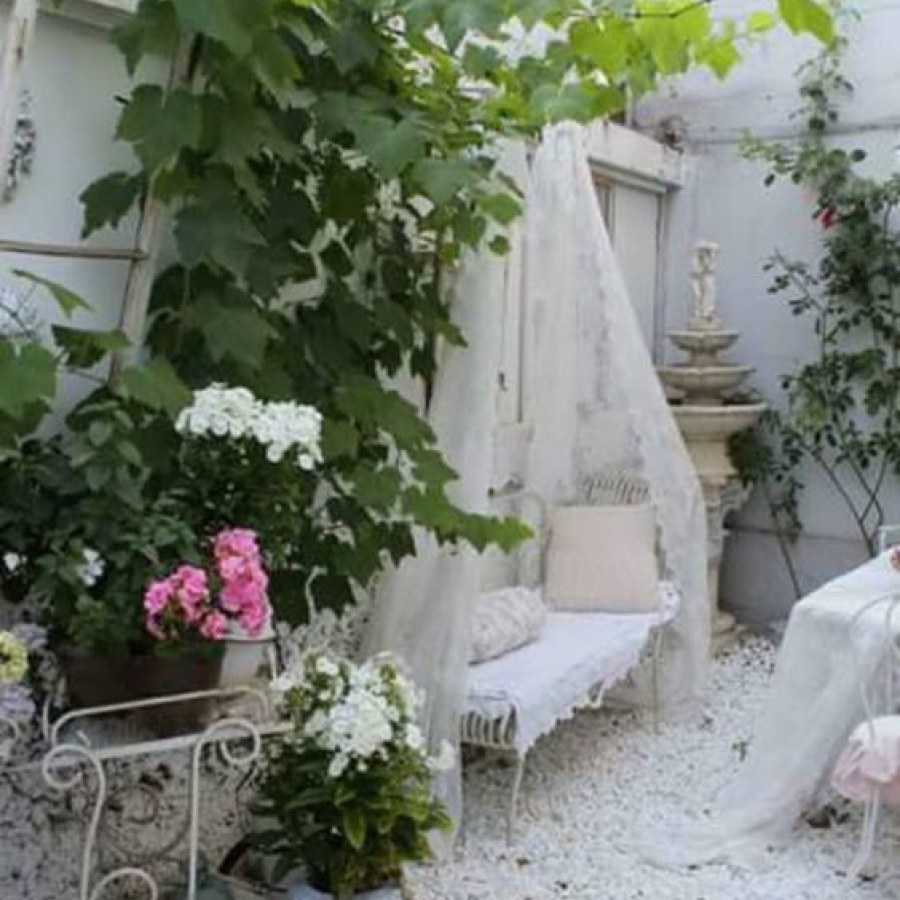 White Shabby Chic Outdoor Decor Ideas