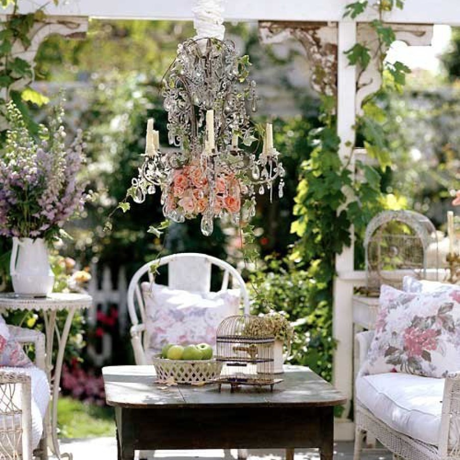 Shabby Chic Outdoor Table Set Decor Ideas