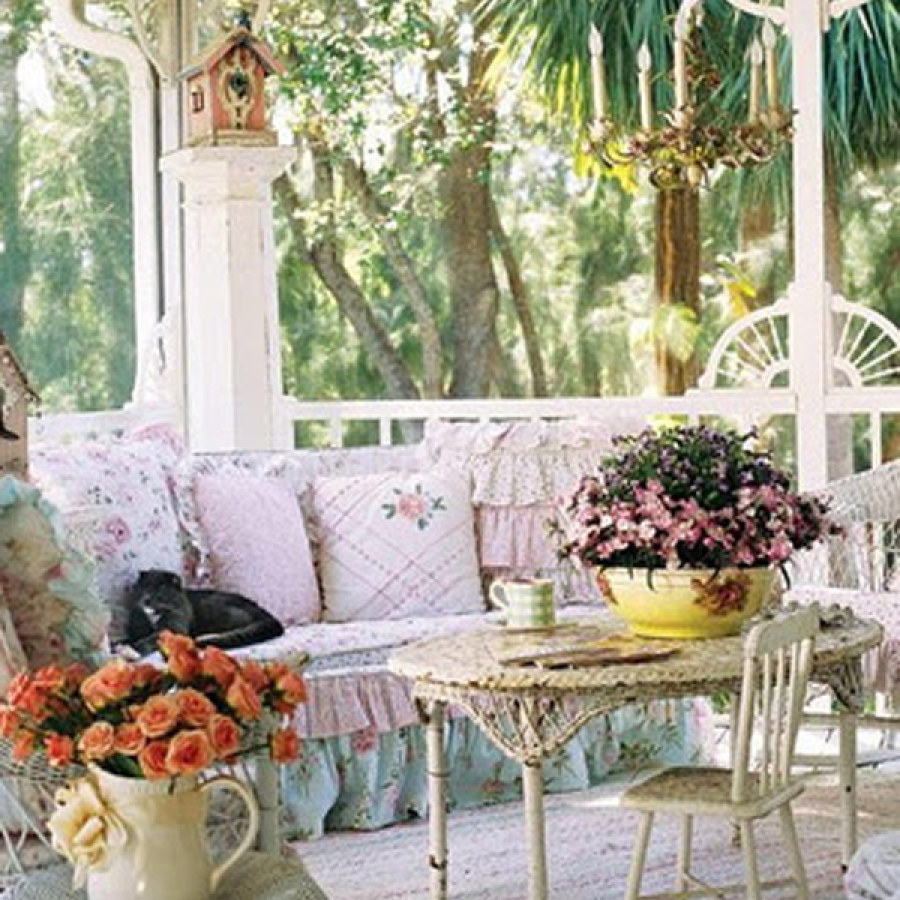 Shabby Chic Outdoor Sofa Decor